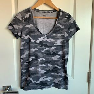 VS PINK Tee V-Neck Gray Camo